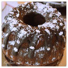 Emilian aitta: Jouluinen suklaakakku! Halloween Cupcakes, Doughnut, Red Velvet, Desserts, Food, Tailgate Desserts, Deserts, Essen, Dessert