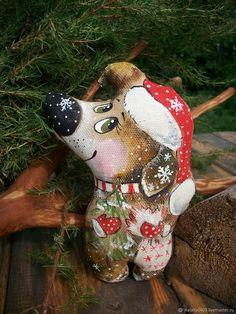 Купить или заказать Новогодняя кофейная собачка. Новогодний подарок 2018!! в интернет-магазине на Ярмарке Мастеров. А кто тут у нас с ёлкой и мешком подарков??? Абсолютно счастливая праздничная Собачка спешит встретить с Вами Новый год-потому что следующий 2018 год- год Собаки. Пора запасаться Новогодними сувенирами!!! Собачка вкусно и по-домашнему пахнет кофе ванилью и корицей,пряниками и праздником))) Авторская игрушка!! Ручная роспись!! Чудесный Новогодний подарок любимым и родным!!!