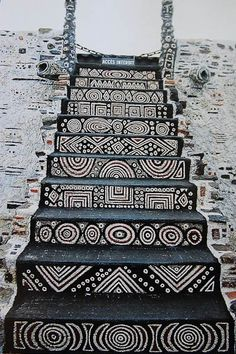 Staircase in the Robert Tatin Museum in Cossé-le-Vivien, France. Robert Tatin was a French artist and outsider-architect African Design, African Art, African Culture, Stairway To Heaven, Tribal Art, Tribal Style, Stairways, Interior And Exterior, Interior Garden