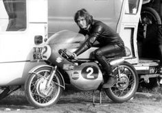 """""""Your arse, if you're going fast enough."""" –Barry's famous retort when asked by BBC, """"What goes through your mind during a crash?"""" In a brilliant racing car… Old School Motorcycles, Racing Motorcycles, Vintage Helmet, Vintage Racing, Valentino Rossi, The Magnificent Seven, Motorcycle Racers, Road Racing, Racing Bike"""