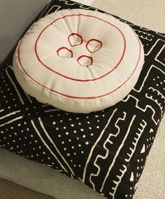 20 EASY AND DECORATIVE FLOOR CUSHIONS THAT YOU CAN DIY