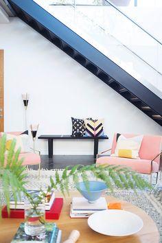 Con chatarra, elementos recuperados y mucha imaginación, Gustavo Salmerón ha montado su casa de Madrid como un mecano. El actor inventó un espacio donde todo se mueve, no hay maquillaje y el cemento pulido enseña su lado más sexy.