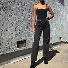 moda orange tab Levis 565 jeans available in sz No flaws except for the fade. Can probably also fit a sz 25 (SOLD) Please DM for purchasing and more info! Look Fashion, 90s Fashion, Fashion Outfits, Womens Fashion, Fashion Mode, Fashion Style Women, Vintage Fashion 90s, High Street Fashion, Woman Outfits