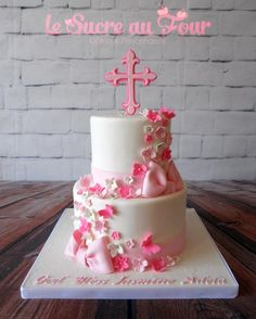 Girl baptism cake. Hand cut cross, flowers and bows. Pink vanilla cake to make it a bit more fun! I didn't use my flower veiner-cutter set for a while and I remerbered how easy and amazing they looked…I'll need to use them a lot more :P