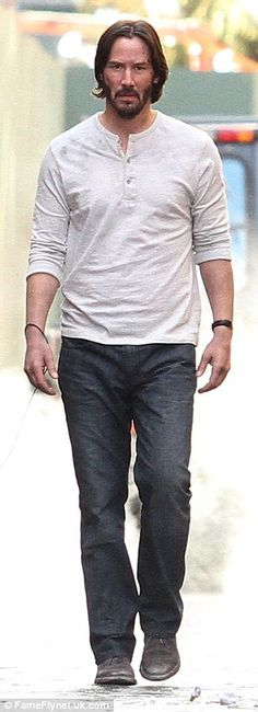 Is he working hard or hardly working? It appeared Keanu Reeves was simply out for a leisurely walk with his pit bull around New York City on Thursday.