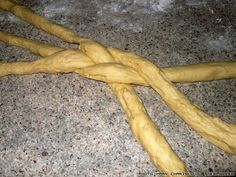 tsourekia-6 Bread Making, How To Make Bread, Carrots, Greek, Traditional, Vegetables, Food, Greek Language, Veggies