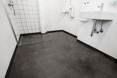 Forny badeværelset på få timer ved at give dit gulv og vægge nyt liv med råt betonlook.