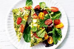 Summer greens, tomato and basil frittata: 230 cals Quick Lunch Recipes, Quick Healthy Lunch, Healthy Recipes, Healthy Dinners, Healthy Options, Healthy Lunches, Egg Recipes, Stay Healthy, Quick Meals