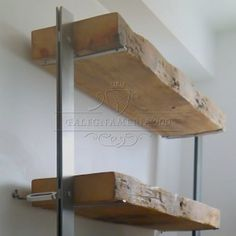 Libreria con top il legno massello e struttura in ferro