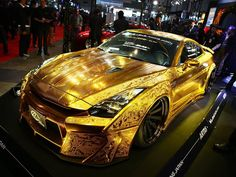 Insane Nissan GT-R Goes Gold For Tokyo Auto Salon