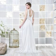 Gio Rodrigues Adit Wedding Dress flowing wedding dress crystal embroidery lace trespass V-neckline bridetobe engaged inspiration modern unique noble bride romantic gorgeous