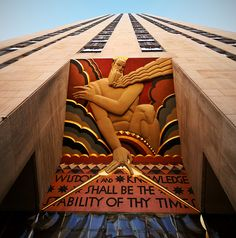 Art Deco Motif Above Rockefeller Centre Entrance Art Therapy Projects, Art Projects, Art Nouveau, New York Architecture, Art Deco Stil, Rockefeller Center, Art Deco Buildings, Living At Home, New York City
