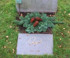 Ingrid Bergman was cremated & some of her ashes were scattered at sea. The rest placed next to her parents in Norra begravningsplatsen (Northern Cemetery), Stockholm, Sweden.