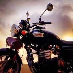 Bonneville Photo: @themotogent Hashtag #2WP for a chance to be featured #motorbike #motorcycle #sportsbike #bike #yamaha #honda #suzuki #kawasaki #ducati #triumph #bmw #r1 #r6 #cbr #gsxr #ninja #bonnevile #photography #bikelife #TwoWheelPassion