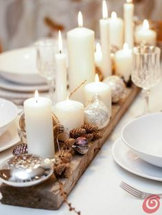 20 wonderful Christmas dinner table settings for happy holidays Homesthetics – inspiring ideas for your home., 20 wonderful Christmas dinner table settings for happy holidays Homesthetics – inspiring ideas for your home. Christmas Candle Decorations, Christmas Table Settings, Christmas Tablescapes, Christmas Candles, Christmas Table Set Up, Christmas Decorations Dinner Table, Decoration Table, Centerpiece Ideas, Driftwood Christmas Decorations