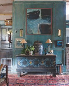 In 1985 artist Jeremy and Lyn Le Grice moved into a suite of rooms in a Queen Anne Manor House near Penzance. The house had previously… Home Interior, Interior And Exterior, Interior Decorating, Interior Design, Decorating Ideas, Deco Boheme, Living Spaces, Living Room, World Of Interiors