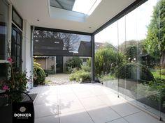 Donker Houtbouw // Veranda / Veranda met glazen schuifdeuren / Hoogwaardige afwerking / Totaalproject / Veranda met screens / Buitenleven Villa, Modern, Trendy Tree, Fork, Villas