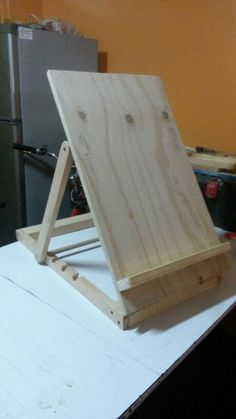 Atril para dibujo o pintura....basico Diy Easel, Wooden Easel, Diy Wood Projects, Wood Crafts, Woodworking Plans, Woodworking Projects, Diy Furniture, Palette, Home Decor