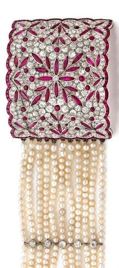 BRACELET,eleven rows of pearls. Early twentieth century.
