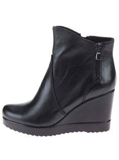 b0c7796847b4 Čierne nižšie kožené členkové topánky na platforme Tamaris
