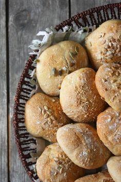 Helpot sämpylät Muffin, Bread, Snacks, Breakfast, Food, Cakes, Morning Coffee, Appetizers, Cake Makers
