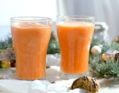 Recipe: Orange and Carrot Smoothie Rezept: Orangen-Möhren-Smoothie A quick and easy recipe for an orange and carrot smoothie. Not only does it taste great, it also keeps you fit and healthy. Smoothie Fruit, Smoothie Vert, Carrot Smoothie, Raspberry Smoothie, Smoothie Detox, Smoothie Recipes For Kids, Healthy Juice Recipes, Easy Smoothies, Healthy Juices
