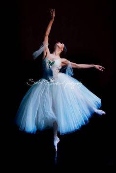 "Anna Tsygankova in ""Giselle"" # Het Nationale Ballet # Photo © Sasha Gouliaev Ballet Images, Ballet Pictures, Dance Pictures, Ballerine Vintage, Ballet Wallpaper, Ballerina Tutu, Pretty Ballerinas, Dance Poses, Beautiful Costumes"