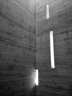 Cubo de escaleras de concreto aparente; Casa Coyoacan