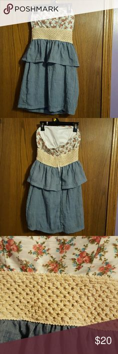 Adorable floral design dress Adorable floral design dress only been worn once and is really good condition Wet Seal Dresses Strapless