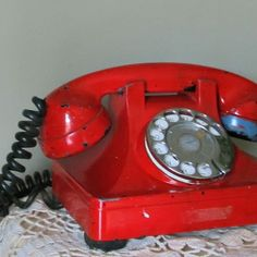 Vintage red phone... one of the things i miss most about my nannies house was her old rottery phone... (which is actually still in use at the house but no one hardly ever goes up there anymore)... anyways i loved the sound it made when you dialed the numers and the REAL bell ringin... i <3 rottery phones!