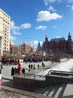 Москва, Манежная площадь. Празднование масленицы.