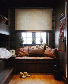 Bunk Room with a cozy window seat Cozy Nook, Cozy Cabin, Cozy House, Cozy Corner, Cabin Interiors, Mountain Homes, Cozy Place, Nice Place, Perfect Place