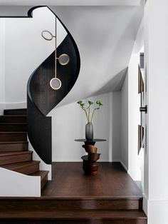 Sydney Contemporary Perch by Dylan Farrell Design, Vote for this project in the 2019 *Belle* Coco Republic Interior Design Awards Readers' Choice competition. Timber Staircase, Staircase Design, Luxury Staircase, Spiral Staircase, Interior Design Awards, Interior Design Studio, Modern Stairs, House Stairs, Trendy Home