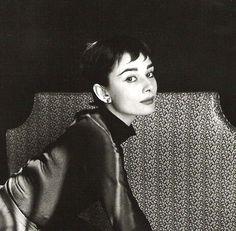 Audrey Hepburn, Cecil Beaton (close).