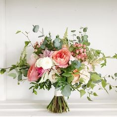 Rose Got, Bouquets, Glass Vase, Studios, Floral Wreath, Roses, Friday, Wreaths, Colour