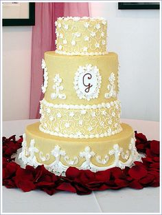 Cake Design Ideas - This would be gorgeous in a different color.