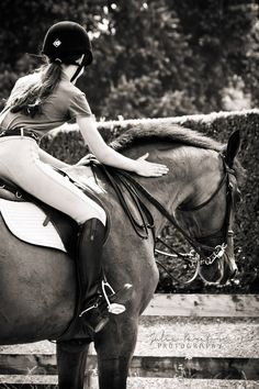 A beautiful photo for all people who like horses, and even more amazing to those who ride.