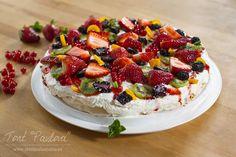 Pavlova cake... de câte ori reiau acasă la mine rețeta de PrăjiturăPavlova (și se întâmplă destul de des), nu pot să nu-mi amintesc de țara însorită de la antipozi...