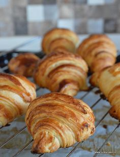 Kiflice Recipe, Romanian Desserts, Snap Food, Pastry And Bakery, Croissants, Baking Recipes, Deserts, Good Food, Food And Drink