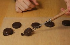 Como hacer medallones de menta 8