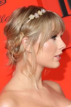 Medium hairstyles of celebrities : 14 Fabulous Medium Length Hairstyles of Celebrities you might want to copy. You might enjoy the best of both worlds with a medium length hairstyle. Easy Updo Hairstyles, Hairstyles With Bangs, Straight Hairstyles, Halloween Hairstyles, Gorgeous Hairstyles, Hairstyle Short, Hairstyles Men, School Hairstyles, Estilo Taylor Swift