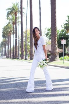 Blanc is back: Aimee Song opts for an all white look with J BRAND Love Story Flares // Lemondée Gillespie Song White Jeans Outfit, All White Outfit, Trend Fashion, Fashion Beauty, Woodstock Festival, Song Of Style, Mode Style, White Fashion, White Tees