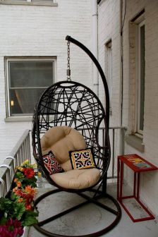 Small Balcony Furniture and Decor Ideas (58)