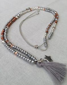 """Sautoir """"Ninon"""" perles de rocailles argentées, bronze, perles et breloques…"""