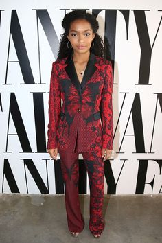 Splurge: Yara Shahidi's 2016 Vanity Fair Social Club For Emmy Weekend Philipp Plein Red and Black Printed Single Button Blazer and Flared Trousers Star Fashion, Fashion Outfits, Womens Fashion, Fashion Tips, Fashion Trends, Dandy, Angela Simmons, Rachel Bilson, Kendall Jenner Outfits