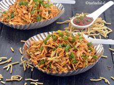 Chinese Bhel Recipe, How to make Chinese Bhel, Mumbai Roadside recipe Indian Snacks, Indian Food Recipes, New Recipes, Snack Recipes, Cooking Recipes, Ethnic Recipes, Chinese Recipes, Puri Recipes, Pakora Recipes