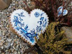 perníkové srdce - cibulák Perníkové srdce s cibulákovým vzorem, zdobené cukrovou polevou a malované gelovou potravinářskou barvou, velikost cca 25cm. !!U tohoto zboží pouze osobní předání!!! - moc děkuji za pochopení