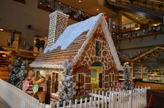 Great Wolf Lodge's giant gingerbread house benefits Big Brothers Big Sisters. You can have a family meal in it for $20. Such a neat idea!