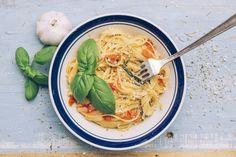 Le one-pot pasta c'est quoi ? L'histoire raconte que cette technique culinaire nous viendrait des marins sur les bateaux qui, dans un effort de rationnement, devaient cuisiner avec le moins d'eau potable possible. Et vous allez vite comprendre pourquoi !! En effet, il s'agit simplement de mettre les aliments frais qui servent à la réalisation …