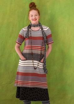Multi Striped dress in organic cotton Model with moderately short sleeves and pockets, knitted in soft organic cotton. Regular fit. Length / M: 96 cm Item number 70700 Price SEK 695